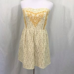 Flying Tomato Cream Yellow Lace Strapless Dress M